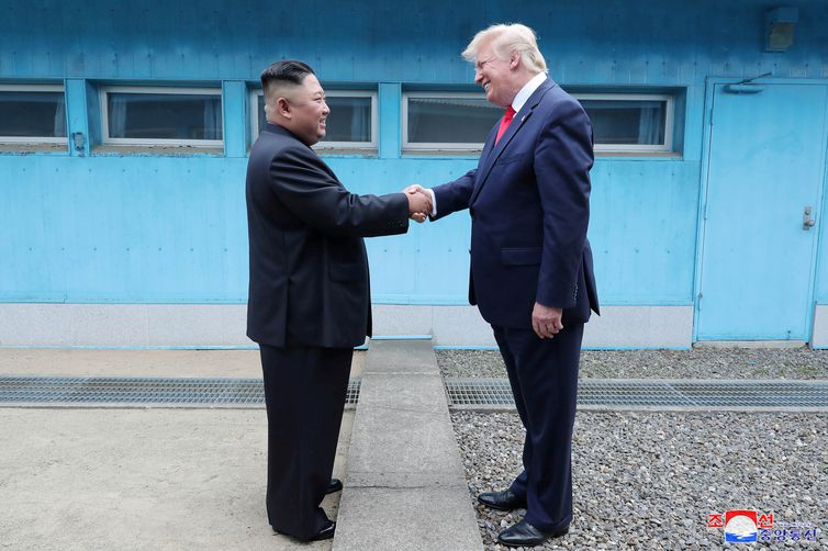 Trump e Kim Jong Un devem retomar negociações para desnuclearização